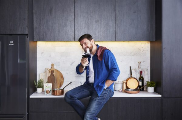 Rob Palmer's sick new studio kitchen fit out gets Manu's stamp of approval
